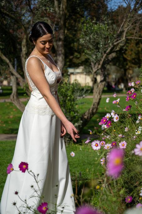 Robe de mariée en crêpe avec une touche de dentelle
