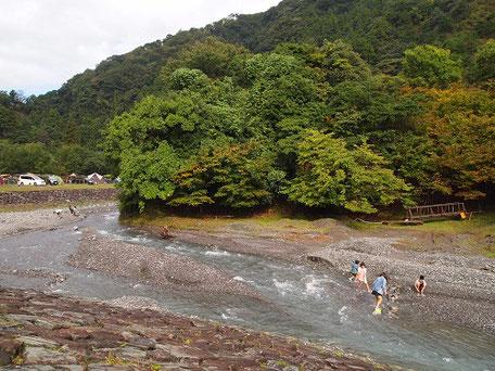 青川峡キャンピングパーク川遊び
