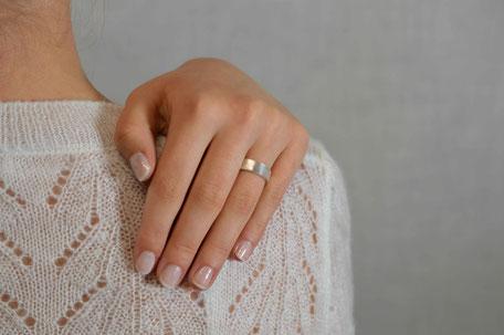alliance-ecoresponsable-anneau large-or recyclé-texture petits carres