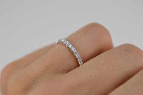 alliance femme en or blanc et  diamants