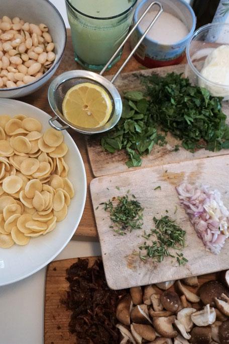 Orecchiette mit Shiitakepilzen, weißen Bohnen, Kräutern und frischem Burrata!