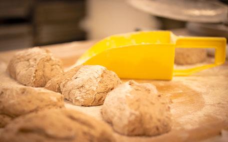 Mehmann Handwerk Tradition Bäcker Brotteig