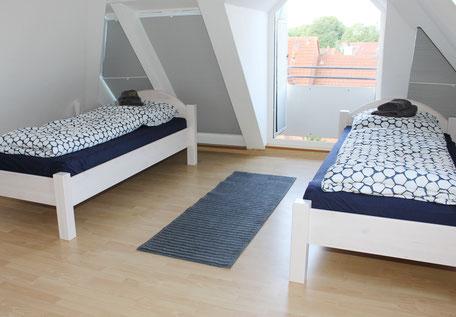 Zimmer 3, Charm mit Erker und Dachschräge