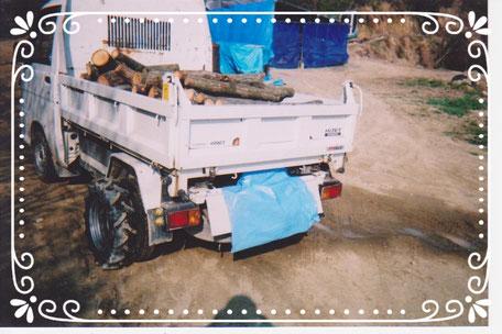 【楽輪】品番001番 ダンプ軽トラで原木運搬(左後方より)