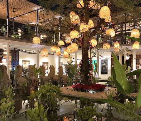 カンボジアのホテルのクリスマス・デコレーション。 来年は行けますように!