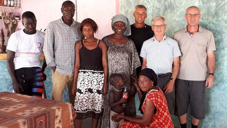Gruppenfoto mit Victorine Ndiaya