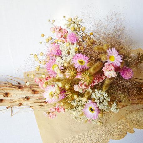 Bouquets de fleurs séchées Françaises labellisées, par la Cinquième Saison. Création faite main en France par notre fleuriste-créatrice diplomée. personnalisable sur simple demande.
