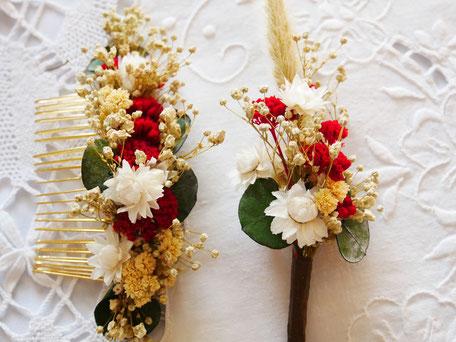 Coffret fleuri pour les mariés : peigne de cheveux et sa boutonnière assortie. Créations La cinquième Saison.