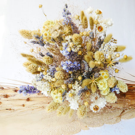 Bouquets de fleurs séchées Françaises labellisées, par la Cinquième Saison. Créations personnalisables sur simple demande.