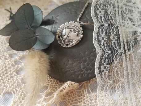 Pièce romaine en argent Claudia montée en pendentif : bijoux presonnel de La cinquieme saison.