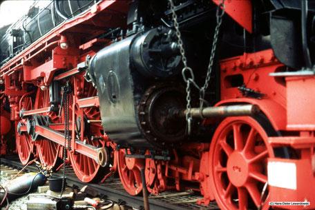 Kolbentausch von Dampflok 01 1063 für die damalig defekte 01 1100