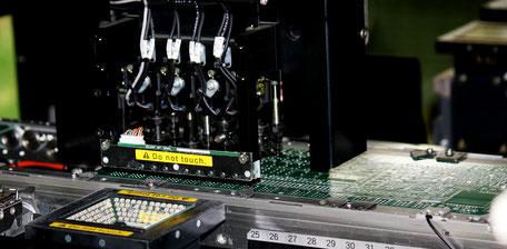 汎用マウンター ヤマハ製YG-100A/Bの一貫ラインを2本導入している。生産能力は1,000万点。実装サイズは0402からBGA、CSP等を対応。デスペンサーと印刷を一貫ラインとし少量多品種生産に対応。