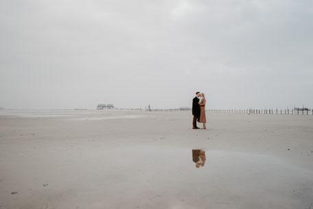 Hochzeitsfotos-am-strand-in-rostock-warnemünde