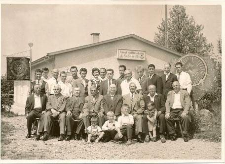 Vorstand und Vereinsmitglieder um 1960