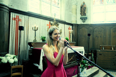 duo chanteuse animatrice & pianiste pour messe de mariage à l'église •cérémonie religieuse •chant de messe •gospel pour mariage •musiciens pour mariage Pays de la Loire Mayenne Maine et Loire Vendée