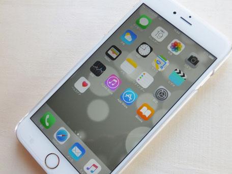 スマートフォンにソフトウェアをインストールしたり、SNSの利用を快適にサポート