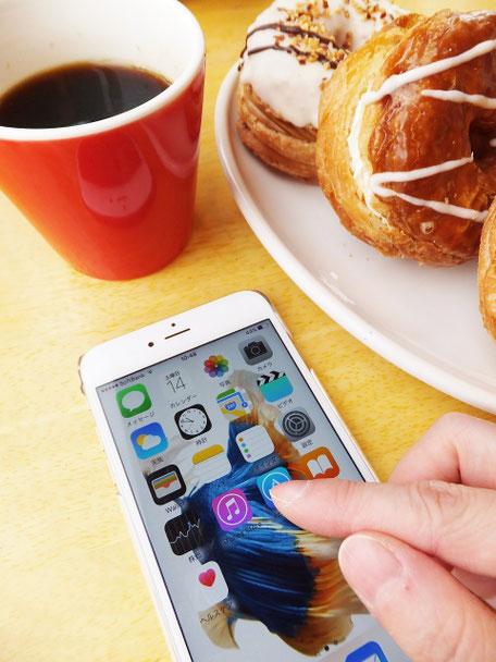 スマートフォンとアプリの写真