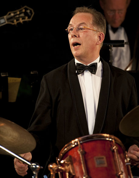 Peter Fleischhauer Bandleader, Drums, Moderation KING OF SWINg ORCHESTRA