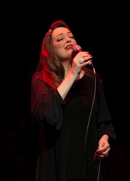 Anna Larsen Vokal-Solistin des KING OF SWING ORCHESTRA