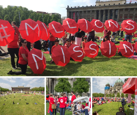 Protest 12.05.2018 mit dem Motto #MillionsMissing auf roten Regenschirmen vor dem Alten Museum in Berlin