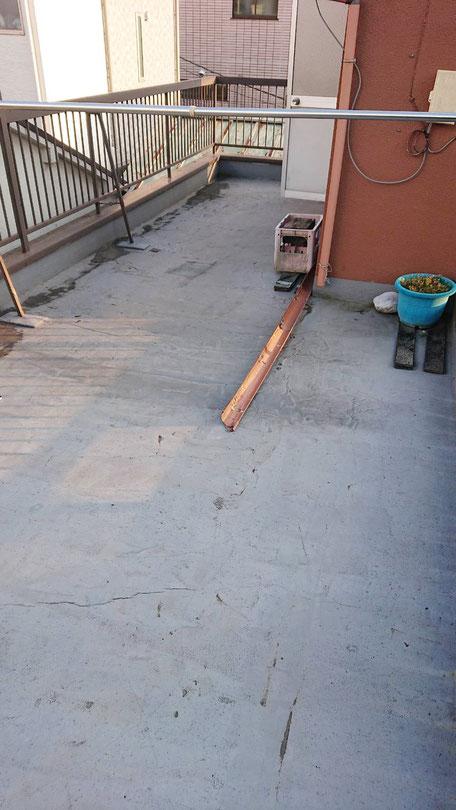 台風により雨樋が破損