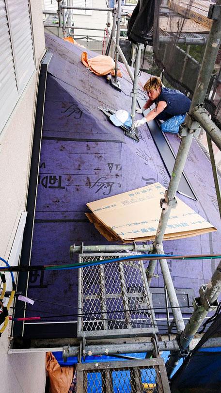 市原市ちはら台東の屋根カバー工法、外壁塗装中
