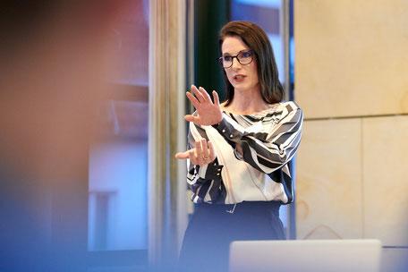 Miriam Engel, Kommunikationswirtin, Personalentwicklerin und Coach (NLP).