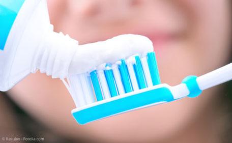 Worauf sollte ich beim Kauf meiner Zahnpasta achten?