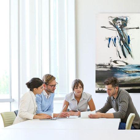 Neue Talente finden und überzeugen mit Kunstwerken im Büro - Kunst mieten kaufen leasen