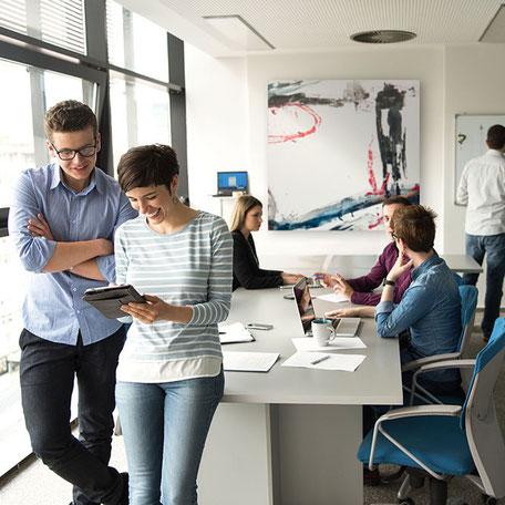 Mitarbeiterzufriedenheit steigern und Mitarbeiter wirksam motivieren  - moderne Kunst im Unternehmen - Kunst kaufen Berlin