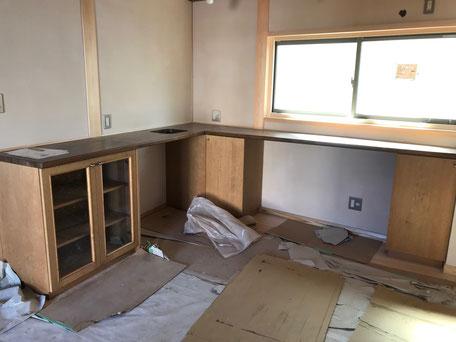 栃木県のバルコニー菜園のある家の家づくりの様子/造作家具の施工