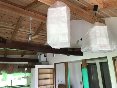 栃木県のバルコニー菜園のある家の家づくりの様子/照明器具の
