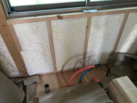 栃木県のバルコニー菜園のある家の家づくりの様子/配管の工事