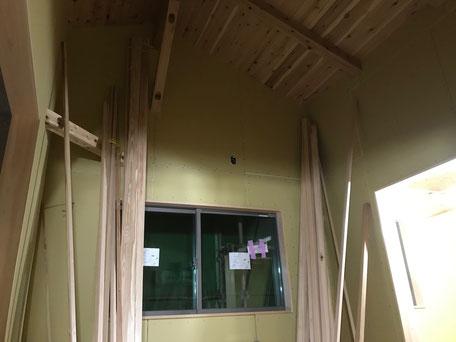 栃木県のバルコニー菜園のある家の家づくりの様子/石膏ボードの施工