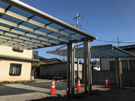 栃木県のバルコニー菜園のある家の家づくりの様子/カーポート屋根の設置