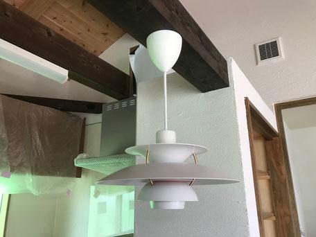 栃木県のバルコニー菜園のある家の家づくりの様子/照明器具の取り付け