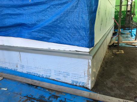 栃木県のバルコニー菜園のある家の家づくりの様子/土台水切りの施工