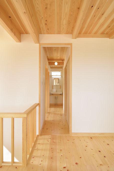 高台見晴しの家の床は無垢の木