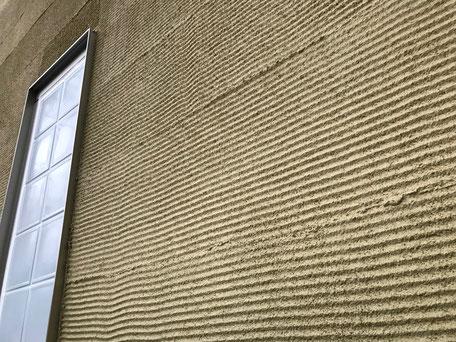 栃木県のバルコニー菜園のある家の家づくりの様子/外壁の仕上げ材上塗り