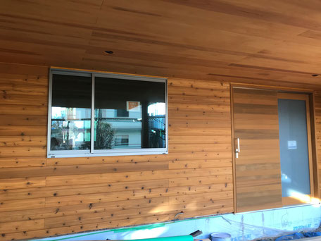 栃木県のバルコニー菜園のある家の家づくりの様子/外壁の塗装