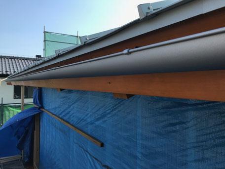栃木県のバルコニー菜園のある家の家づくりの様子/軒樋の施工