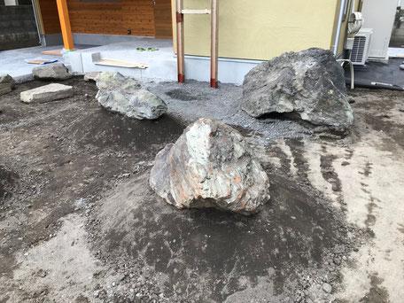 栃木県のバルコニー菜園のある家の家づくりの様子/石の配置