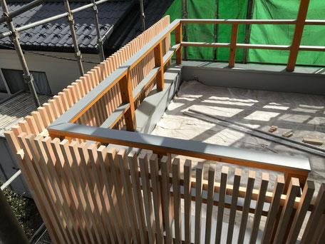 栃木県のバルコニー菜園のある家の家づくりの様子/目隠しの造作