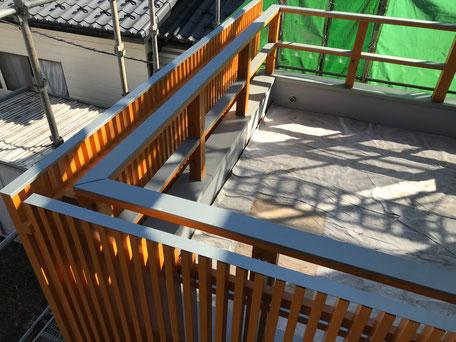 栃木県のバルコニー菜園のある家の家づくりの様子/笠木の施工
