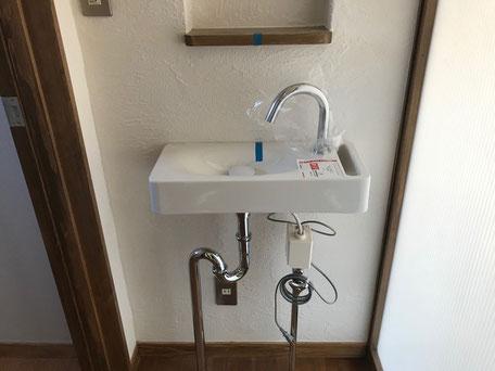 栃木県のバルコニー菜園のある家の家づくりの様子/給排水設備の取り付け