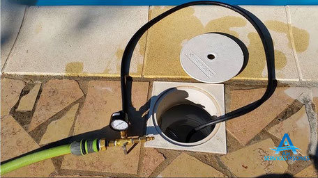 Recherche de fuites piscine mise en pression skimmers Ain.