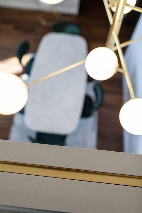 table en marbre, table sur-mesure, ameublement, nice, designer nice, table en marbre sur-mesure, architecte nice, architecte, table, marbre, marbre noir, marbre blanc, marbre vert, table à manger en marbre, table à manger design nice