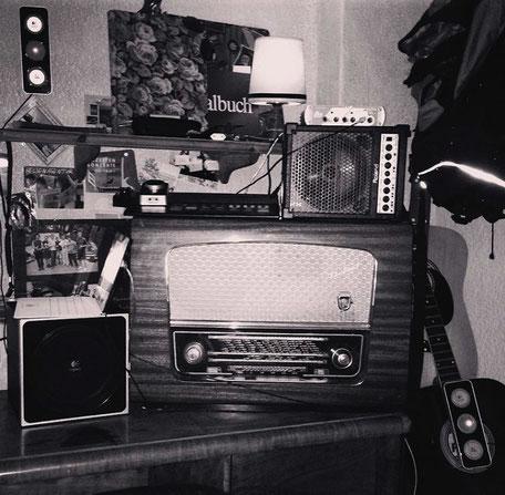 Alte Musikgeräte im Anfangsstadium meiner Musik