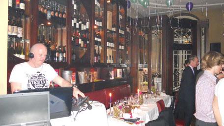 feiern Sie Ihre Party in einer erlesenen Bar oder Club