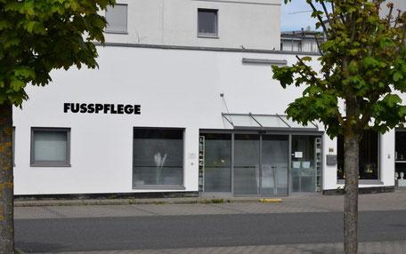 Fassade und Eingang der Kosmetik- und Fußpflege-Praxis Pie Sano in Wiesbaden-Auringen